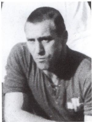 Né français, prisonnier de guerre durant la seconde Guerre mondiale, Belli obtient finalement un passeport suisse.